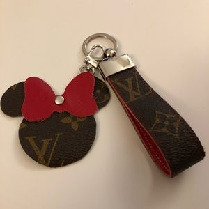 Minnie Mouse X L V Keychain Key holder